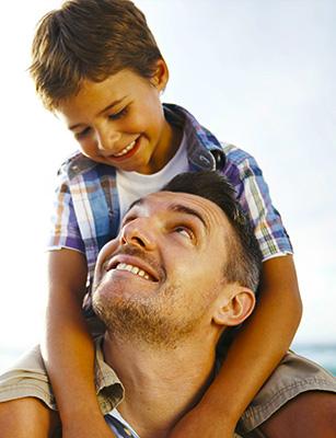 Photo of Le Père, ce héros : La mère aime tendrement, le père aime solidement